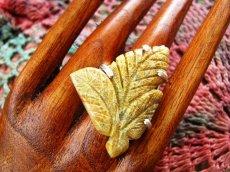 画像1: 石がBIG!!1点物手彫り葉っぱデザインの珊瑚化石リング16号*フォシルコーラル (1)