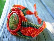 画像4: 癒しの天然石ユナカイトのナチュラルヒッピーマクラメ編みブレスレット (4)