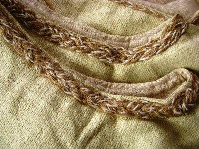 画像1: 日本より発送可能&送料無料♪地球に優しい手織り野蚕絹ローシルク・ケルト模様handmadeナチュラルビューティーベスト*フェアトレード*無農薬オーガニック