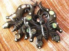 画像4: 全長約6cm!!虹色アバロンシェル入り大きな蝶のトライバルピアス*天然素材 (4)