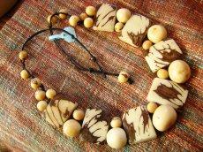 画像2: 日本より発送可能♪1点物!!アマゾンの木の実ハンドメイドネックレス*ナチュラル天然素材 (2)