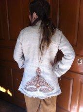 画像2: 残り1枚♪地球に優しい手紡ぎ・手織りヘンプのトライバル刺繍ジャケットエコファッション*エスニック*ボヘミアン (2)