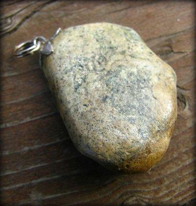 画像1: 【Harfang des neiges】オリジナルアクセパーツにもお勧め♪1点物カナダの石のペンダントトップ/ネックレス