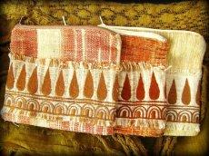 画像3: 地球に優しい手紡ぎ・手織りフェアトレード無農薬カディコットン/ローシルクのナチュラルトライバルちくちく手刺繍ポーチ (3)