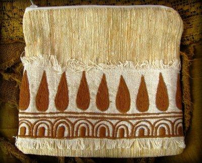 画像3: 地球に優しい手紡ぎ・手織りフェアトレード無農薬カディコットン/ローシルクのナチュラルトライバルちくちく手刺繍ポーチ