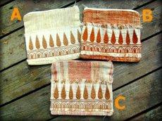 画像2: 地球に優しい手紡ぎ・手織りフェアトレード無農薬カディコットン/ローシルクのナチュラルトライバルちくちく手刺繍ポーチ (2)