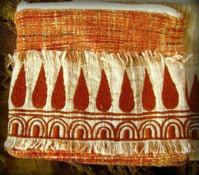 画像2: 地球に優しい手紡ぎ・手織りフェアトレード無農薬カディコットン/ローシルクのナチュラルトライバルちくちく手刺繍ポーチ
