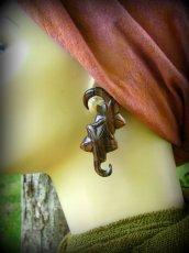 画像2: エキゾチックデザインなトライバル木彫りピアス*天然素材*安心のサージカルステンレス使用 (2)