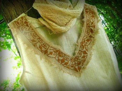 画像1: 地球に優しい手織りヘンプ麻素材のハンドメイド手刺繍ナチュラルトップ*エコロジー*ヒッピー*エスニック