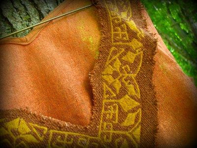 画像2: 地球に優しい手織りローシルクのハンドメイド手刺繍トライバルトップ*野蚕絹*ベジタリアンシルク*ピースシルク*エスニック