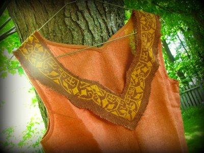 画像1: 地球に優しい手織りローシルクのハンドメイド手刺繍トライバルトップ*野蚕絹*ベジタリアンシルク*ピースシルク*エスニック