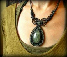 画像12: 石がBIG♪全長4cm!!心の安定をもたらすエピドート入りプレナイトのマクラメ編みデザインネックレス*天然石*パワーストーン (12)