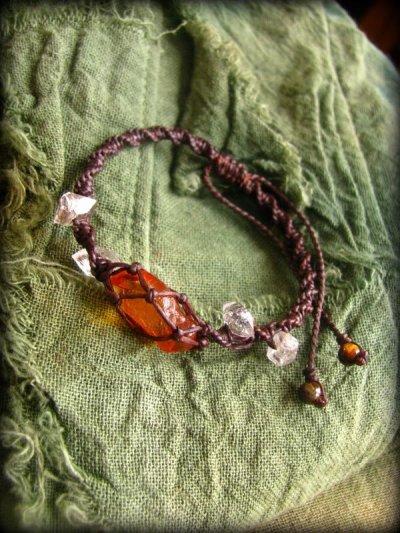 画像1: ハーキマーダイアモンド&バルト海産アンバー原石/琥珀のハンドメイド手編みブレスレット*マクラメ