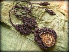 画像9: マダガスカル産大ぶりアンモナイト化石のハンドメイド手編みネックレス*アンモライト*マクラメ (9)