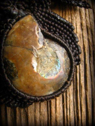 画像2: マダガスカル産大ぶりアンモナイト化石のハンドメイド手編みネックレス*アンモライト*マクラメ