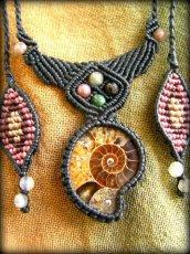 画像1: マダガスカル産アンモナイト化石&アゲートのシンプル手編みネックレス*グラウンディング*天然石マクラメ (1)
