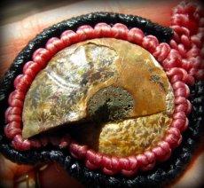 画像13: マダガスカル産アンモナイト化石&ローズクォーツのマクラメ編みネックレス*ハンドメイド (13)