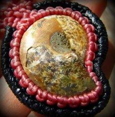 画像14: マダガスカル産アンモナイト化石&ローズクォーツのマクラメ編みネックレス*ハンドメイド (14)