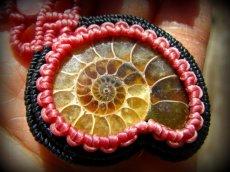 画像11: マダガスカル産アンモナイト化石&ローズクォーツのマクラメ編みネックレス*ハンドメイド (11)