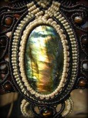 画像3: ログインで20%OFF♪ 1点物 全長4cmの大きな虹色 高品質ラブラドライト★マクラメ編みネックレス*天然石パワーストーン (3)