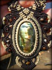 画像5: ログインで20%OFF♪ 1点物 全長4cmの大きな虹色 高品質ラブラドライト★マクラメ編みネックレス*天然石パワーストーン (5)