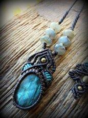 画像1: 青い閃光のラブラドライトネックレス/カット入りラブラドライト天然石ペンダント*マクラメアクセ*パワーストーン (1)