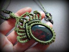画像2: 癒しの天然石ブラッドストーン&トルマリンのネックレス/ペンダント*マクラメ*パワーストーン (2)