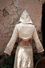 画像4: 手紡ぎ・手織りカディコットン ビッグフードショートジャケット 生成り ハンドメイド (4)