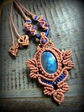 画像14: 青い閃光のラブラドライト&アメジストのネックレス*天然石ペンダント*マクラメ編み*パワーストーン (14)