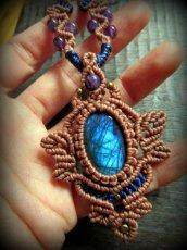 画像3: 青い閃光のラブラドライト&アメジストのネックレス*天然石ペンダント*マクラメ編み*パワーストーン (3)
