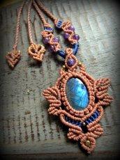 画像2: 青い閃光のラブラドライト&アメジストのネックレス*天然石ペンダント*マクラメ編み*パワーストーン (2)