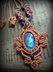 画像4: 青い閃光のラブラドライト&アメジストのネックレス*天然石ペンダント*マクラメ編み*パワーストーン (4)