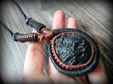 画像9: 隕石が生む石テクタイト原石 天然石ネックレス*レアストーン*マクラメ編み*石包み*パワーストーン (9)