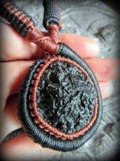画像8: 隕石が生む石テクタイト原石 天然石ネックレス*レアストーン*マクラメ編み*石包み*パワーストーン (8)