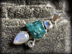 画像11: 虹入り高品質ネオンブルーアパタイト原石&宝石質ブルームーンストーン ペンダントトップ  (11)