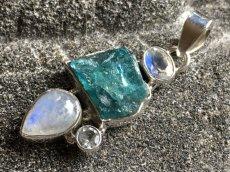 画像8: 虹入り高品質ネオンブルーアパタイト原石&宝石質ブルームーンストーン ペンダントトップ  (8)