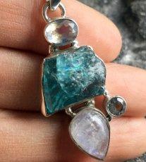 画像5: 虹入り高品質ネオンブルーアパタイト原石&宝石質ブルームーンストーン ペンダントトップ  (5)