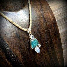 画像18: 虹入り高品質ネオンブルーアパタイト原石&宝石質ブルームーンストーン ペンダントトップ  (18)