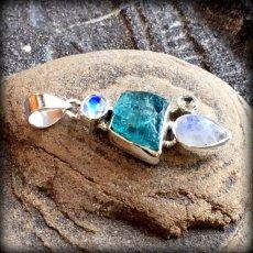 画像14: 虹入り高品質ネオンブルーアパタイト原石&宝石質ブルームーンストーン ペンダントトップ  (14)