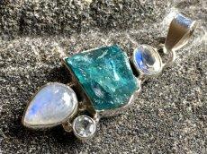 画像12: 虹入り高品質ネオンブルーアパタイト原石&宝石質ブルームーンストーン ペンダントトップ  (12)