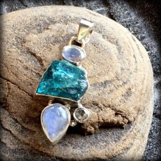 画像16: 虹入り高品質ネオンブルーアパタイト原石&宝石質ブルームーンストーン ペンダントトップ  (16)
