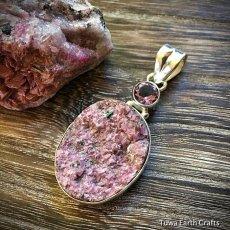 画像8: 1点ものピンクコバルトカルサイト原石ドゥルージー(アフリカ産)&アメジスト ペンダントトップ レアストーン (8)