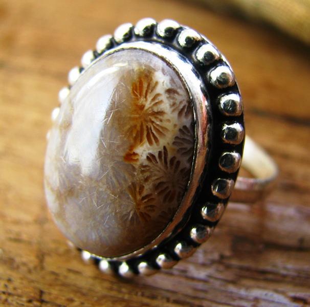 画像1: 1点もの 天然の花模様が個性的なフォシルコーラル指輪リング16号*珊瑚化石 (1)