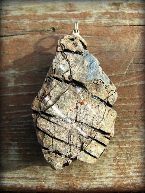画像1: 【Harfang des neiges】1点物カナダの石のペンダントトップ*プリミティブ (1)