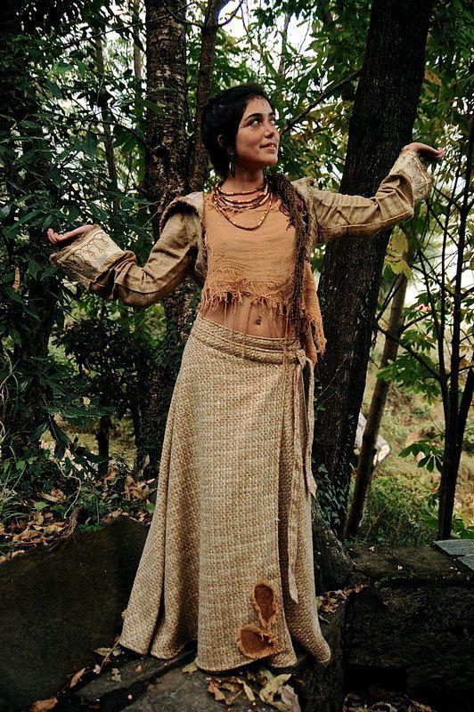 画像1: Sサイズ再入荷!! 手織りウールのネイティブフェザー刺繍ロング巻きスカート*ハンドメイド*カディコットン (1)