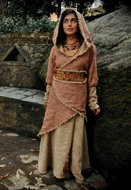 画像1: マルチに使える手織りカディコットンビッグフード付きロングコート*アウター*オーガニック*フェスティバル (1)