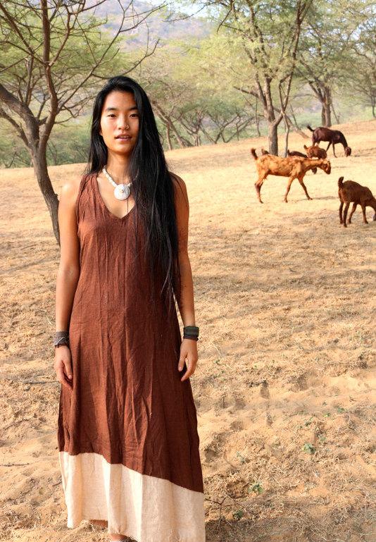 画像1: 再入荷★年中使える♪地球に優しい手紡ぎ・手織りローシルクのロングワンピース(brown&cream)*野蚕絹 (1)