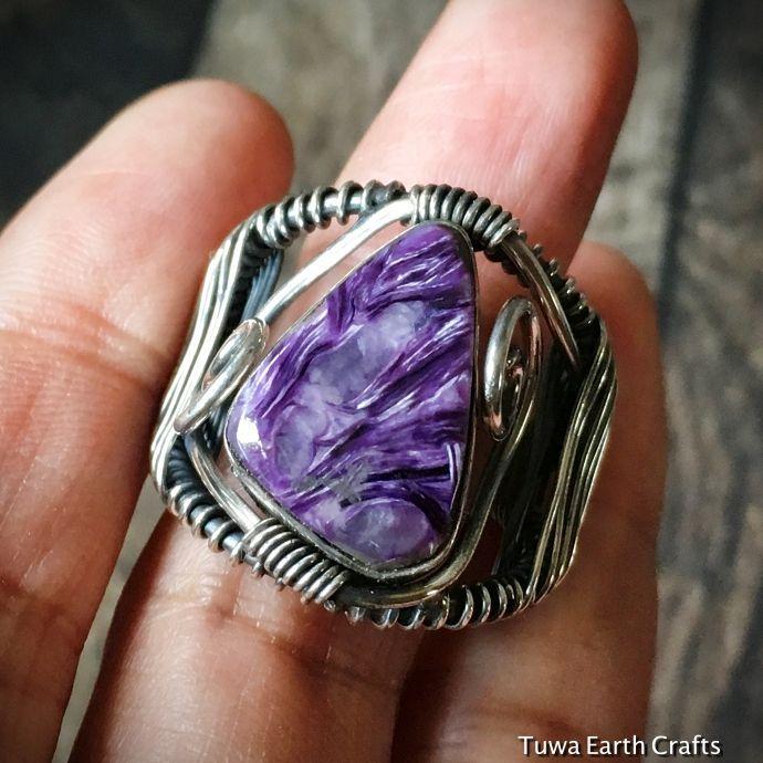 画像1: 1点物 高品質大ぶりチャロアイト(エンジェルシリカ)リング 指輪14号 スターリングシルバー ワイヤーアート 天然石パワーストーンアクセサリー (1)